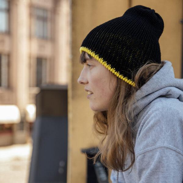 """Adīta merīnvilnas cepure ar Kustības """"Par!"""" logo un krāsām"""