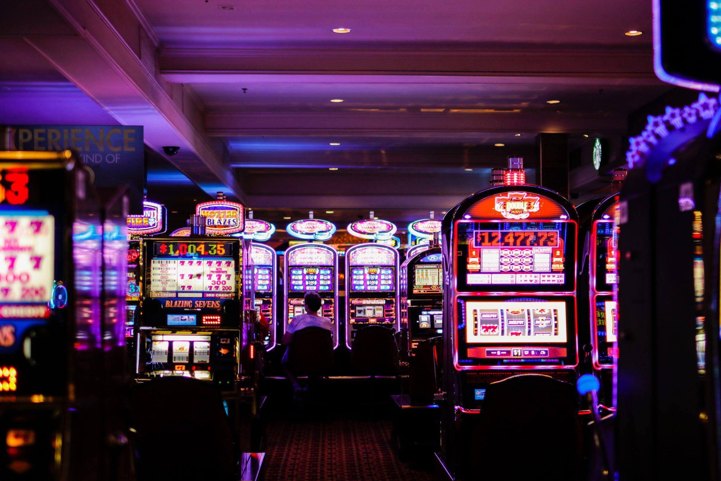 Veselības ministrija rosinās stingrākus ierobežojumus spēļu zālēm un kazino