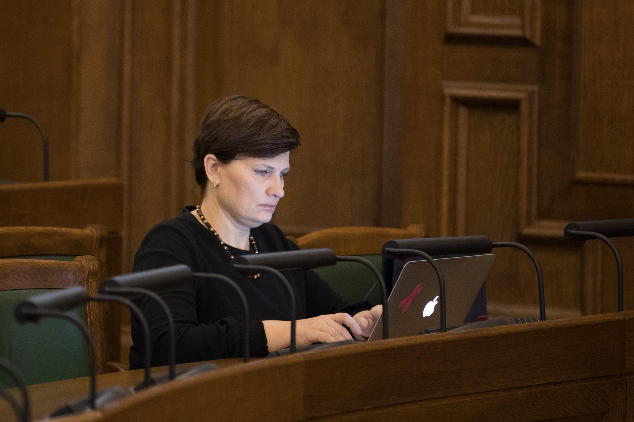Saeima atbalsta veselības ministres Ilzes Viņķeles darbu; demisija nebūs