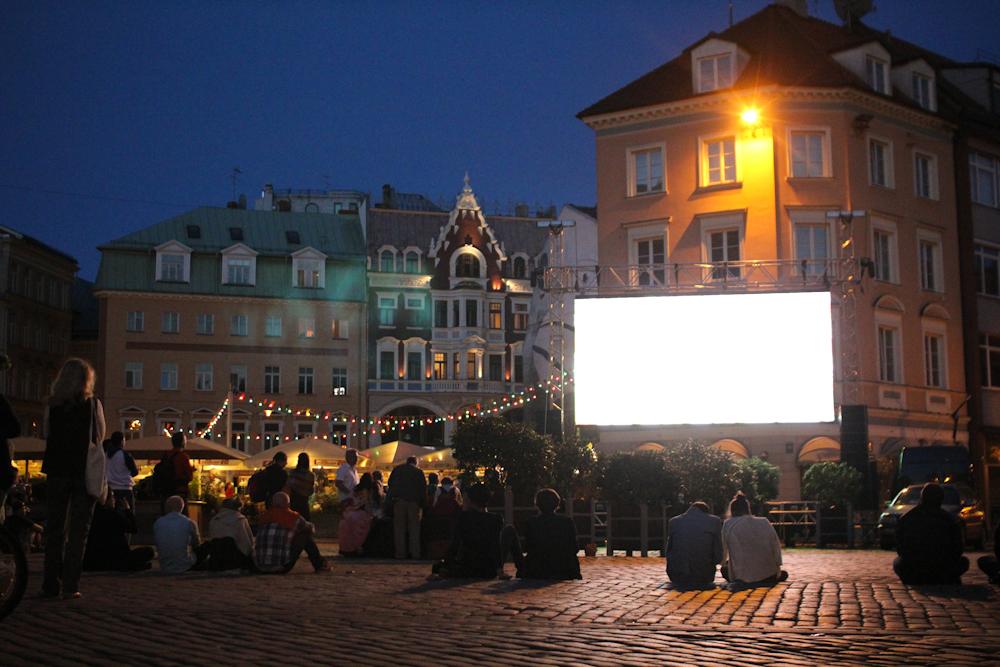 """Naktsdzīve Rīgā un """"nakts mērs"""" – notiks ideju apmaiņa par pilsētas dzīves organizēšanu diennakts tumšajās stundās"""